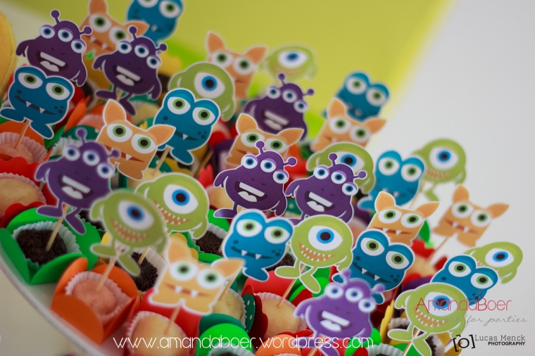 Toppers de monstrinhos para doces